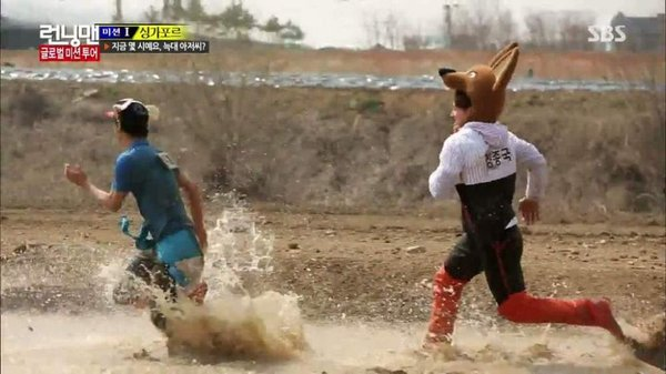 "The moment chasing Kim Jong Kook's ""god"" with him"