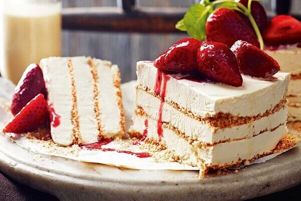 Ice cream cake is created based on traditional gato cake