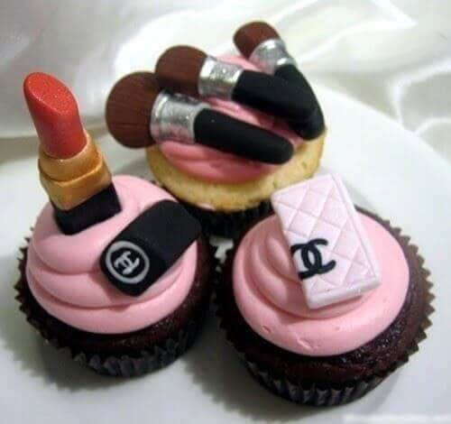 Funny happy birthday pictures for girls, girlfriends, sisters, brothers and sisters