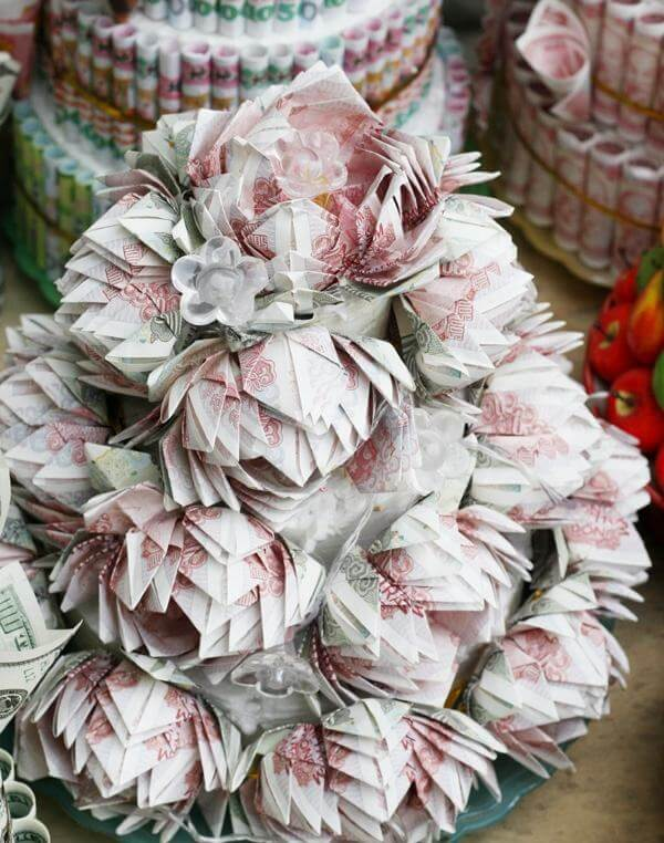 The most beautiful birthday bouquets in the world are made from Vietnamese bills and dollars