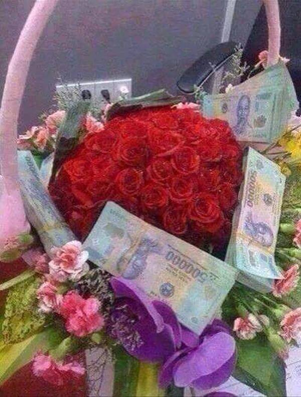 Not only did it give a bunch of flowers but also hit the recipient's face with 500k more money, it couldn't be bigger.