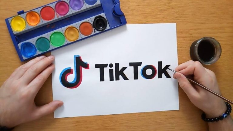 Tik Tok is an application on the phone also called Douyin in Chinese Vietnamese